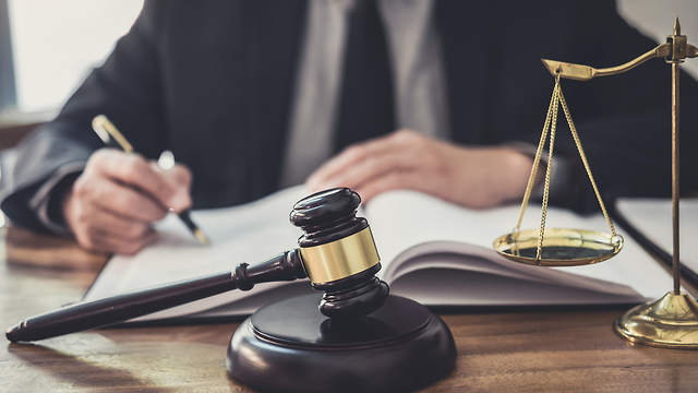 What are the benefits of hiring a criminal lawyer?